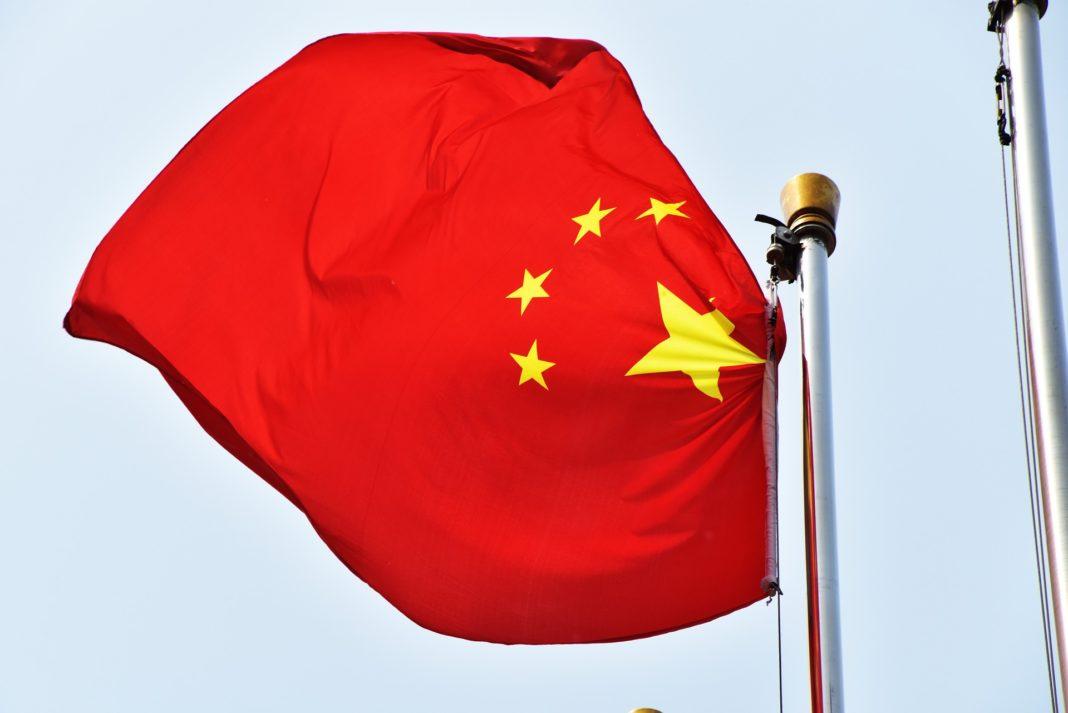 Čínské akcie kvůli zhoršení vztahů s USA prudce oslabily