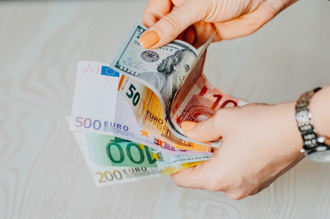 Jednotná evropská měna během středy vůči americkému dolaru posílila o půl procenta. Podnikatelská a investiční nálada v Německu totiž vzrostla více, než se předpokládalo.