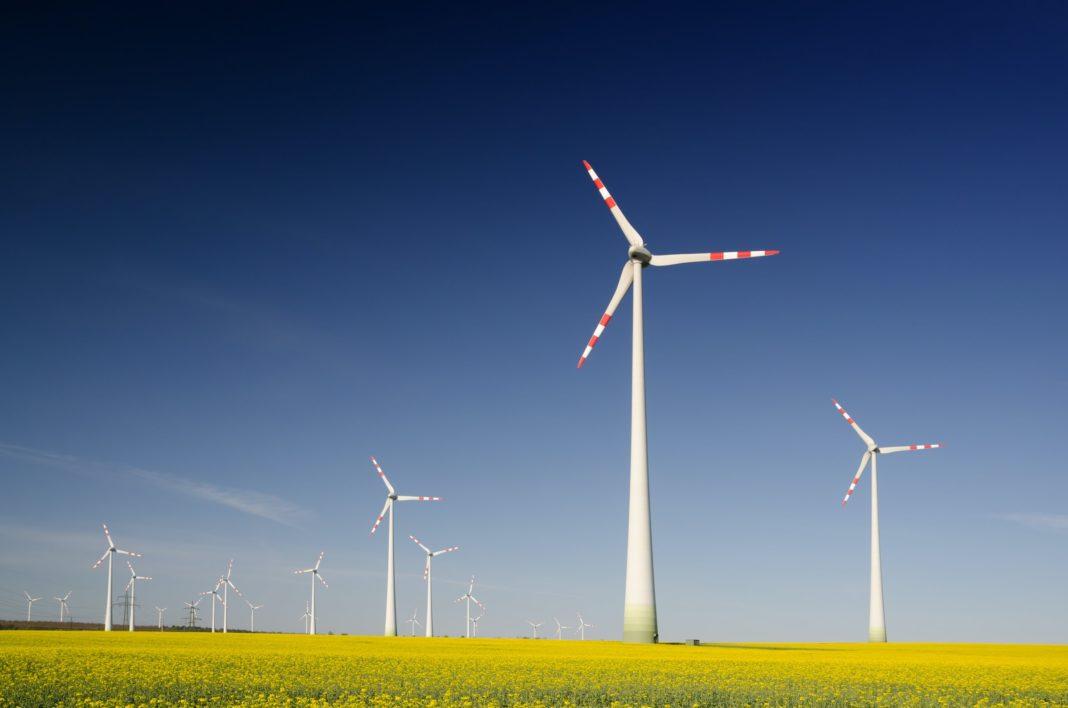 Slunce a vítr vyrobily v prvním pololetí rekordní objem elektřiny