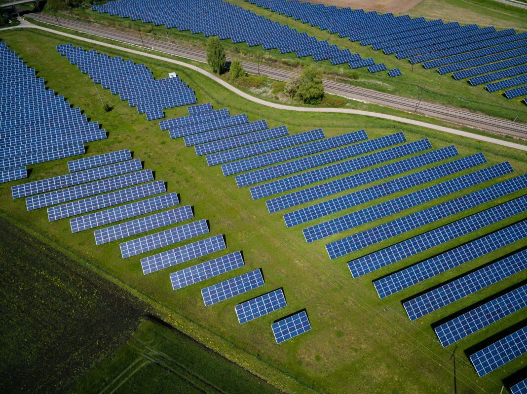 zelená energetika, obnovitelná energie, solární panely